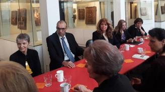 Илияна Йотова се срещна с българи във Франкфурт