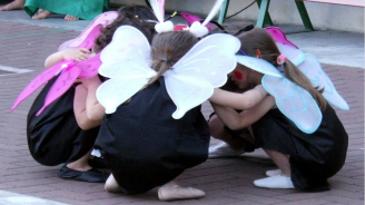 """Детският фестивал """"Лачени обувки"""" започна в Берковица"""