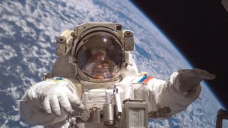Руските космонавти се завърнаха на МКС след 6 часа в открития космос