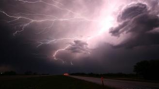 Бури и дъждове в Румъния, времето остава нестабилно и следващите дни