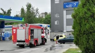 Такси горя на столична бензиностанция