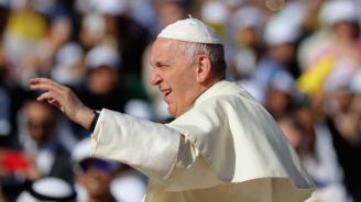 Папа Франциск пристигна на тридневно посещение в Румъния