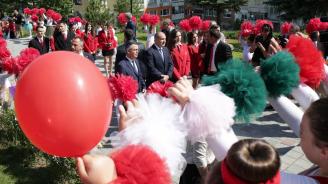 Румен Радев към ученици в Кърджали: Във ваши ръце е да отвоювате правото си да сбъдвате големите си мечти в България