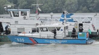 Спецчасти на ВМС демонстрираха обезвреждане на завзет от терористи шлеп в Дунав