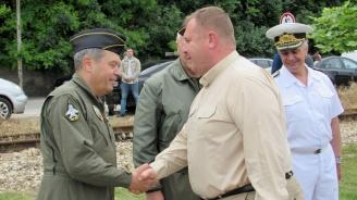Каракачанов: Преговорите със САЩ за закупуване на нови изтребители продължават