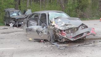 Тийнейджърка загина при тежка катастрофа край Ловеч, тийнейджър е в кома