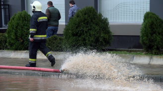 Пожарната в Пловдив е получила над 100 сигнала за наводнени сгради