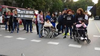 Майки излизат на протест пред Министерския съвет