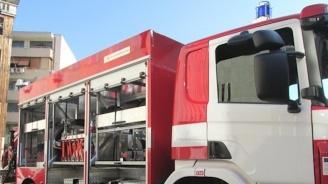 Пожарникар пострада при гасене на пламнало в Бургас бистро
