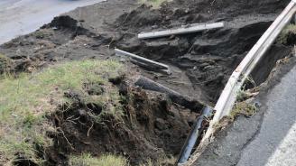 Свлачища от дъжда блокират пътя София - Варна