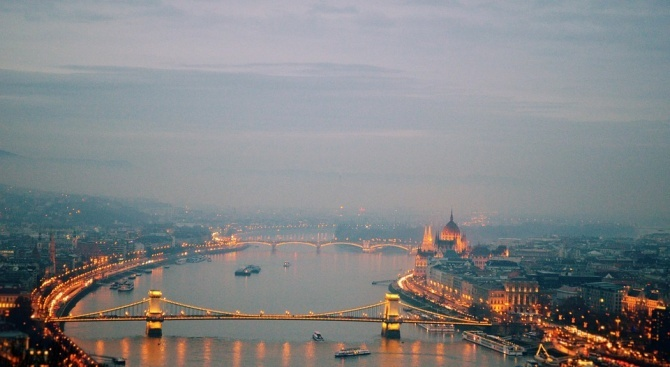 Унгарските власти извадиха едно тяло от водите на Дунава на