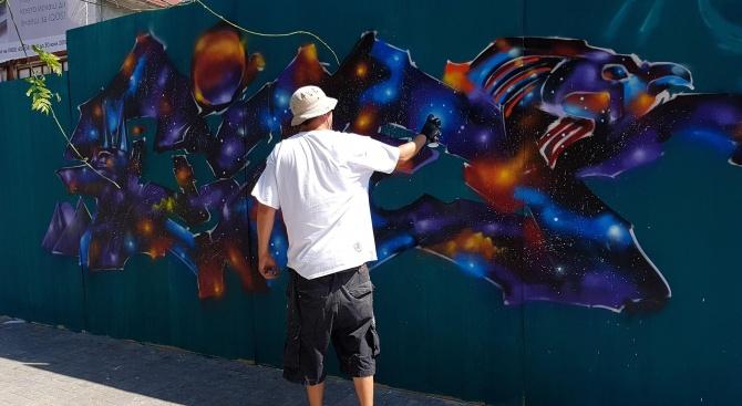 Улични художници от България и чужбина рисуват графити на специално