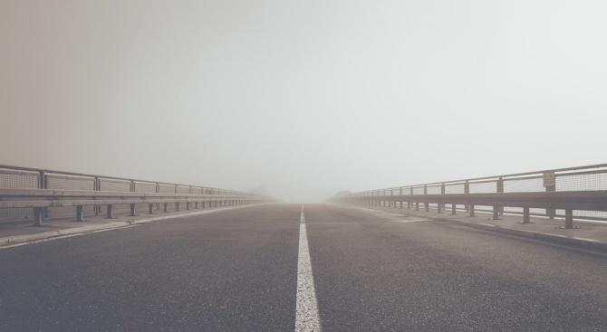 Снимка: Мъж загина при преминаване с кола по затворен мост