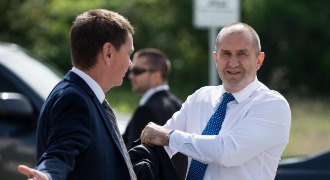 Как и Радев помага на Путин да ни приземи самолета