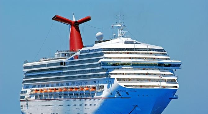"""Последният американски круизен кораб """"Императрицата на моретата"""" напусна Куба снощи"""