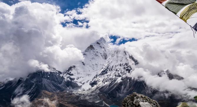Изчистиха над 11 тона отпадъци от Еверест
