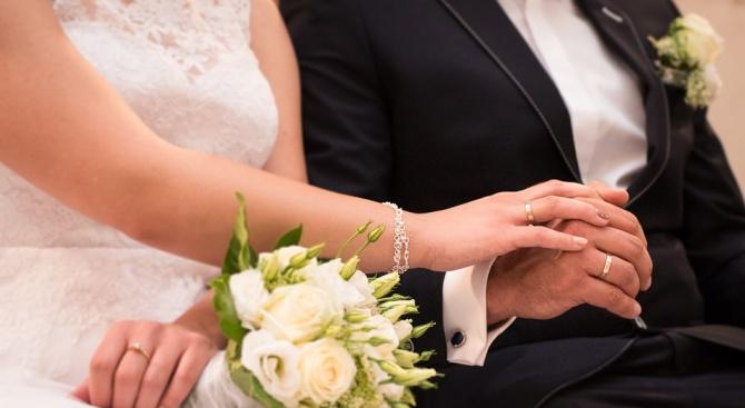 Двойки подписват брачни договори, за да бягат от дългове