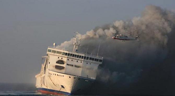 Кораб, плаващ от Турция за Израел, е бил подпален от