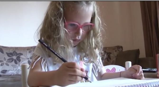 Майка на 5-годишно момиче разчита на даренияза операция на детето