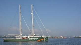 Корабът на Greenpeace акостира във Варна