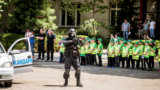 Ученици от Берковица получиха полицейски дипломи