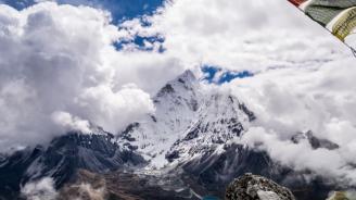 Хеликоптер, който издирва 8 алпинисти в Хималаите, намери 5 тела