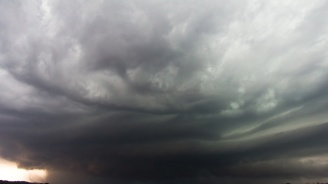 Жълт код за обилни валежи и гръмотевични бури е обявен за цяла Западна България