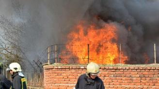 """Голям пожар избухна в бившия завод """"Кремиковци"""""""