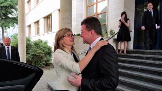 Екатерина Захариева разговаря със словашкия си колега Мирослав Лайчак