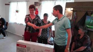 ГЕРБ - Варна подари телевизори на пенсионерски клубове в община Вълчи дол