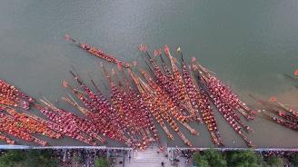 В Китай започват традиционните състезания с лодки-дракони