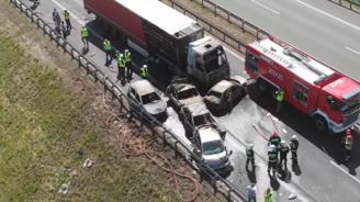 Шестима души загинаха при тежка катастрофа на магистрала в Полша