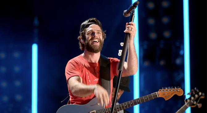 """Кънтри певецът Томас Рет оглави класацията на """"Билборд"""" за албуми"""