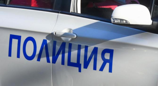 Двама души са задържани за нарушаване на заповед за защита