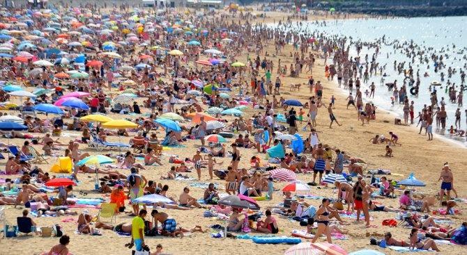 Чужди туристи са принудени да броят по 50 евро само