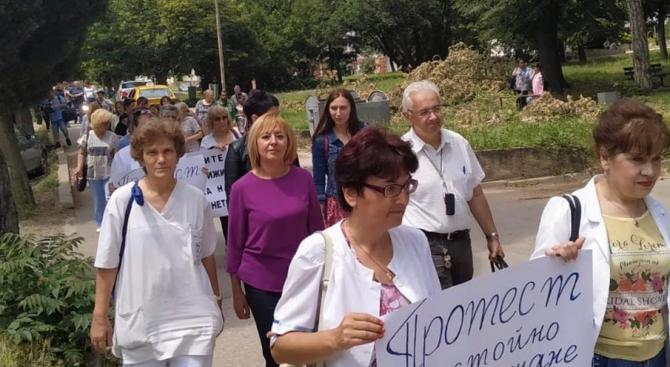 Мая Манолова в Стара Загора: Безобразие! Пореден натиск върху медицински сестри