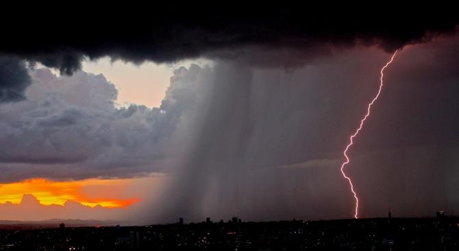 Чудовищни бури удариха Германия