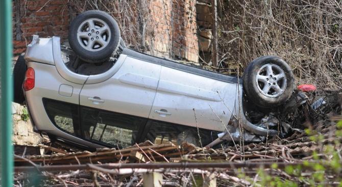 72-годишен водач е загубил управление над автомобила си, излязъл е