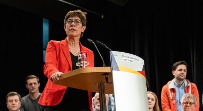 Лидерът на управляващия в Германия Християндемократически съюз (ХДС) Анегрет Крамп-Каренбауер