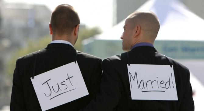 Конституционният съд на Еквадор обяви вчера, че одобрява еднополовите бракове,