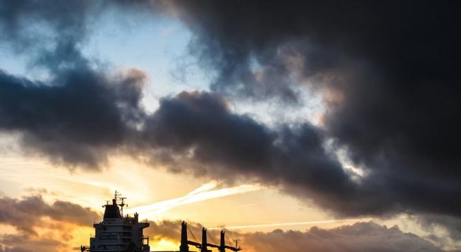 Два танкера са евакуирани след инцидент днес в Оманския залив,