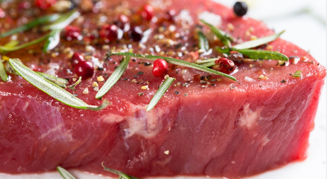 Отказът от порция червено месо дневно намалява риска от ранна смърт със 17%