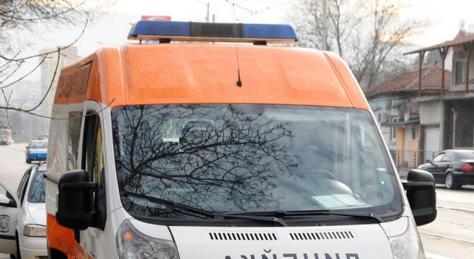 Двама тийнейджъри са пострадали при инцидент в района на железопътен