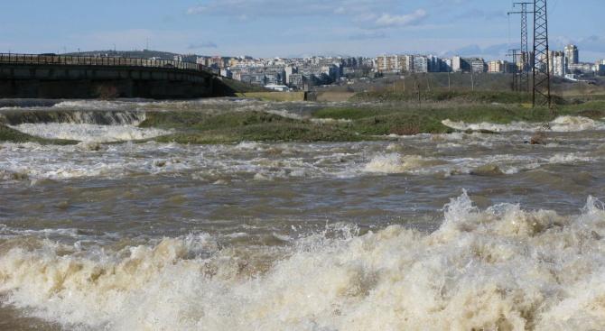 """Разлив на бензин от тръбопровод на """"Лукойл Нефтохим"""" Бургас е"""