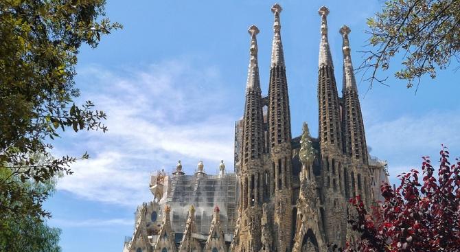 Службите предупреждават британците за възможна атака срещу катедралата в Барселона,