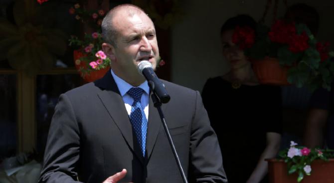 Президентът Румен Радев присъства на празнична света литургия, отслужена от