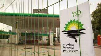 """Активисти на """"Грийнпийс"""" спряха нефтена платформа на Би Пи"""