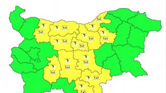 Жълт код за интензивни валежи и гръмотевици в 12 области днес