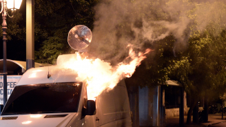 В Солун подпалиха две коли с турски дипломатически номера