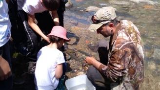 За трета поредна година деца зарибиха водите на р. Бели Вит